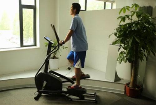 健身器材使用视频_椭圆机网